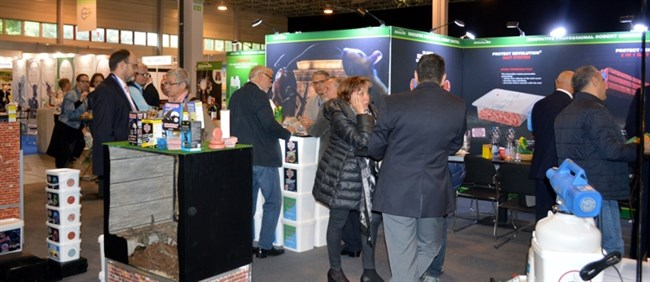 Busy Babolna stand